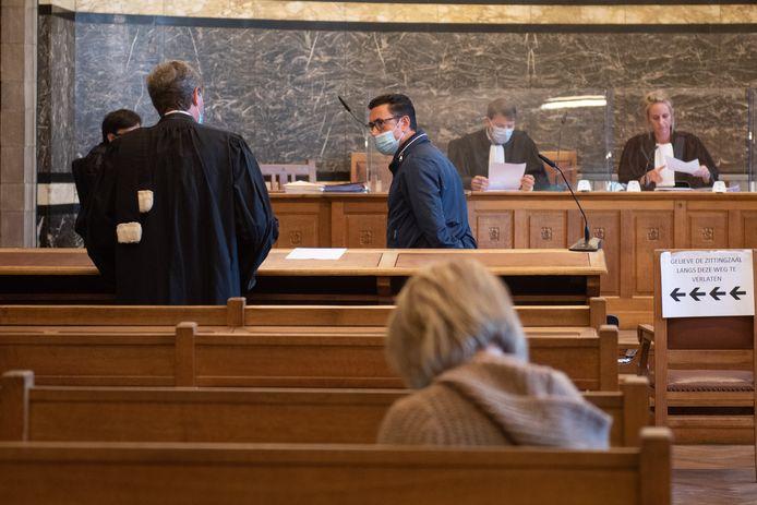 De Brakelse burgemeester Stefaan Devleeeschouwer verscheen voor de rechter na een geval van verkeersagressie in april 2018.