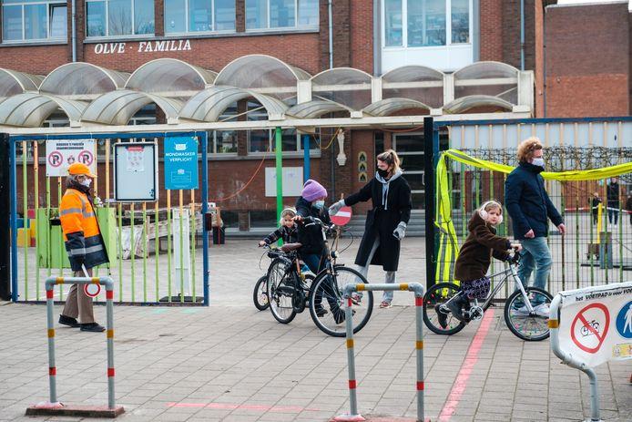 Veel kinderen kwamen met de fiets