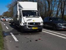 Busje knalt op afgeremde auto in Doetinchem