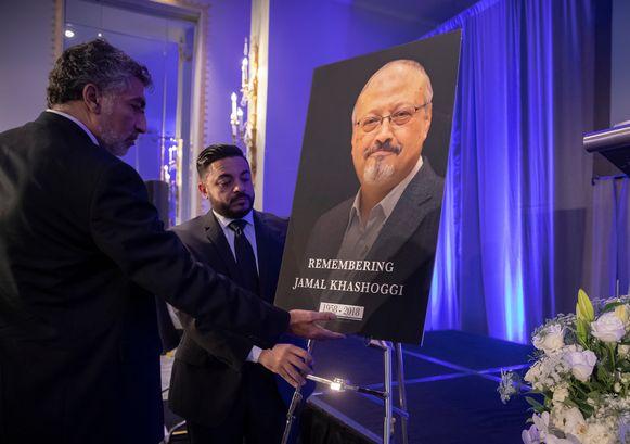 Foto van Jamal Khashoggi op een herdenkingsdienst in Washington.