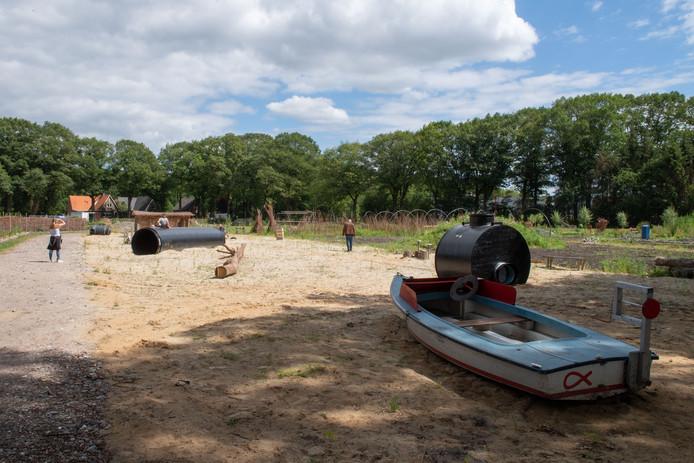 Op het terrein van de kinderboerderij (Derde Kampsweg)  in Nijverdal staan nog steeds geen gebouwen. De initiatiefnemers wachten op een definitieve uitspraak van de Raad van State, die medio december wordt  verwacht.