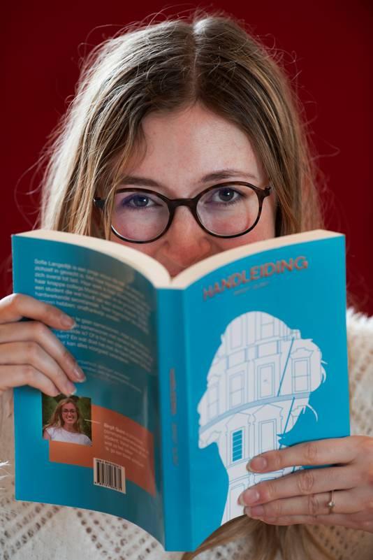 Birgit Quint uit Eck en Wiel debuteert met het boek 'Handleiding'.