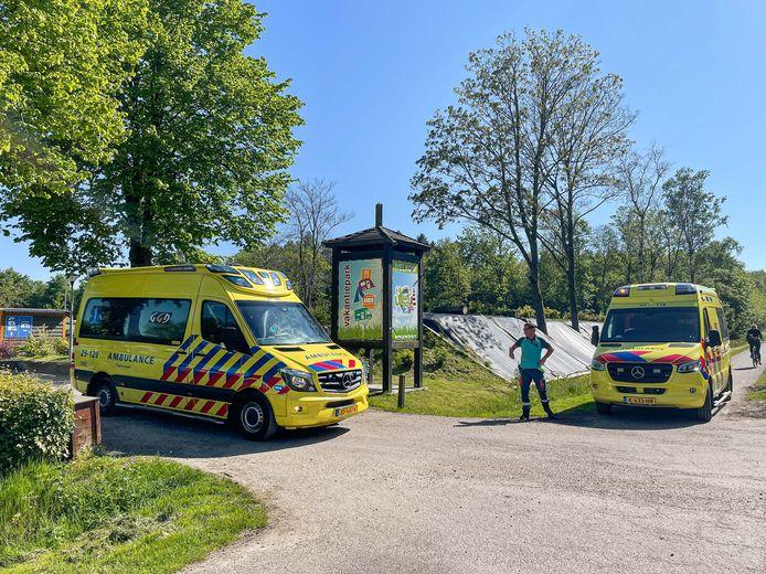 Omstanders hebben zondagmiddag een kind uit het water gered bij een vakantiepark op Urk.