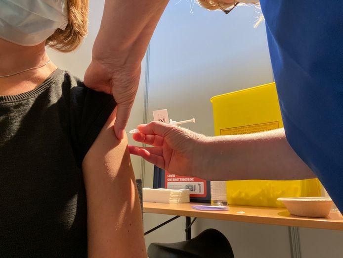Gentenaars tot geboortejaar 1985 krijgen hun uitnodiging om gevaccineerd te worden in Flanders Expo
