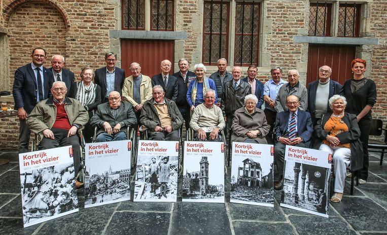 Getuigen van de bombardementen werden vrijdagavond in de Beatrijszaal van het historisch stadhuis ontvangen. Ze kregen er een film te zien, waarin enkelen van hen zelf de hoofdrol spelen.