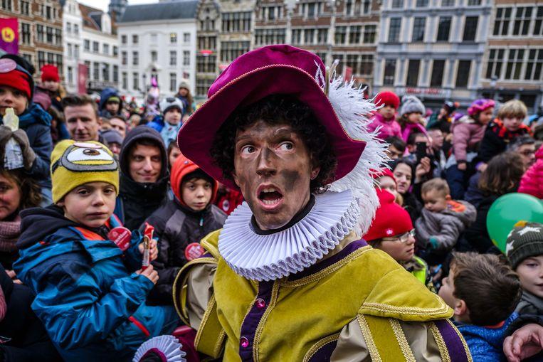 Bij de intrede van Sinterklaas in Antwerpen waren enkel roetpieten te zien. Beeld Benoit De Freine