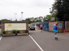 Commissaris van de Koning over asielzoekerscentra:  'Eerst oplossing overlast, dan pas extra opvang asielzoekers'