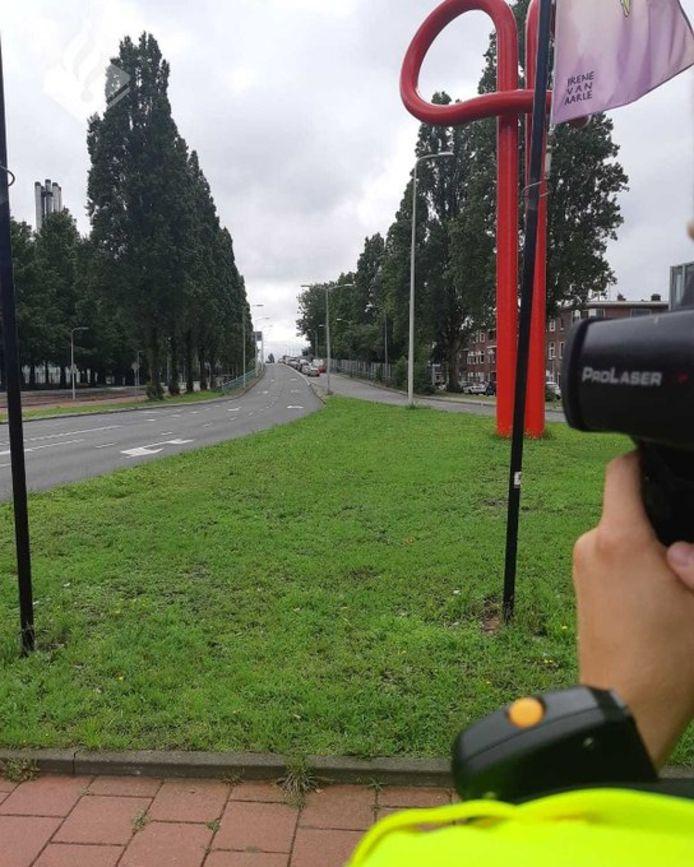 De politie voerde vandaag snelheidscontroles uit op wegen binnen de bebouwde kom in Den Haag en omstreken