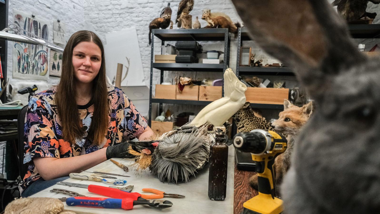 Fraucke Vandekerckhove, in haar atelier in het centrum van Kortrijk.