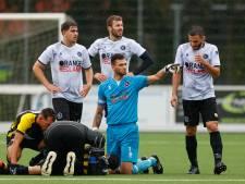 Schrik zat er goed in bij Haagse voetbalclub RAS: Ahmet Yildiz minutenlang bewegingsloos op het veld