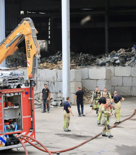 Afvalberg in Amersfoortse loods in de fik, brand inmiddels onder controle