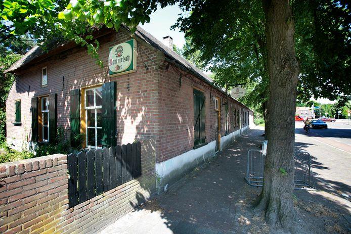 Haageind 27, de uit 1880 stammende boerderij waarin jongerencentrum De Roos zit.
