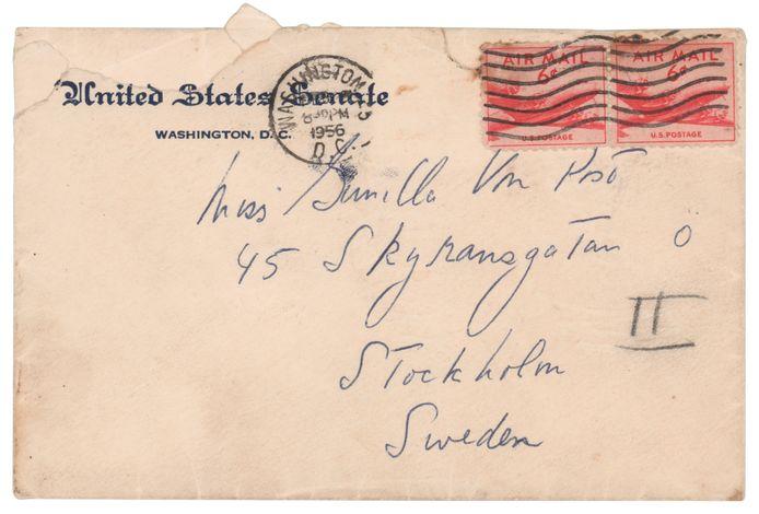 Een envelop geschreven door JFK, geadresseerd aan zijn Zweedse minnares.