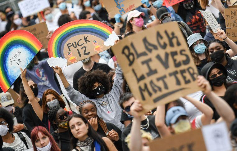 Naar aanleiding van de dood van Floyd gingen mensen over de hele wereld de afgelopen weken de straat op om hun ongenoegen te uiten over raciale ongelijkheid en politiegeweld.  Beeld AFP