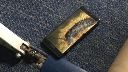 Amerikaans vliegtuig geëvacueerd nadat rook uit overhitte Samsung Galaxy Note 7 komt