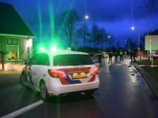 Scooterrijder laat maat (17) die klem ligt onder politieauto aan lot over