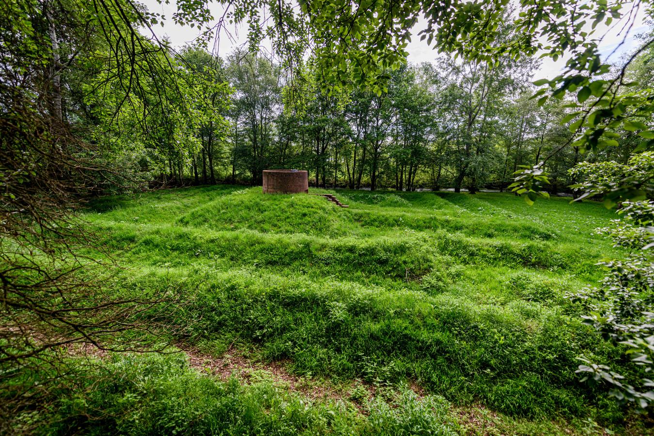Het labyrint in Eibergen, met in het midden de klanktoren.