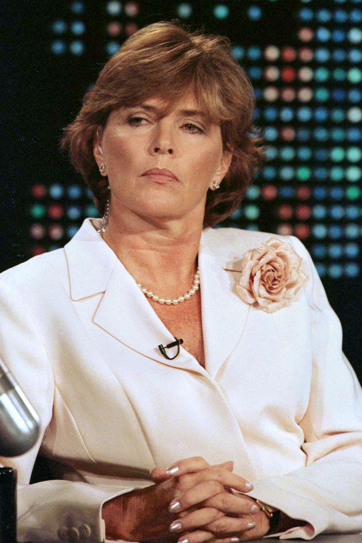 Kathleen Willey beschuldigde hem van aanranding in 1993, toen ze in het Witte Huis werkte. In 1998 trad zij naar buiten. Clinton werd niet vervolgd wegens een gebrek aan bewijs. Beeld reuters