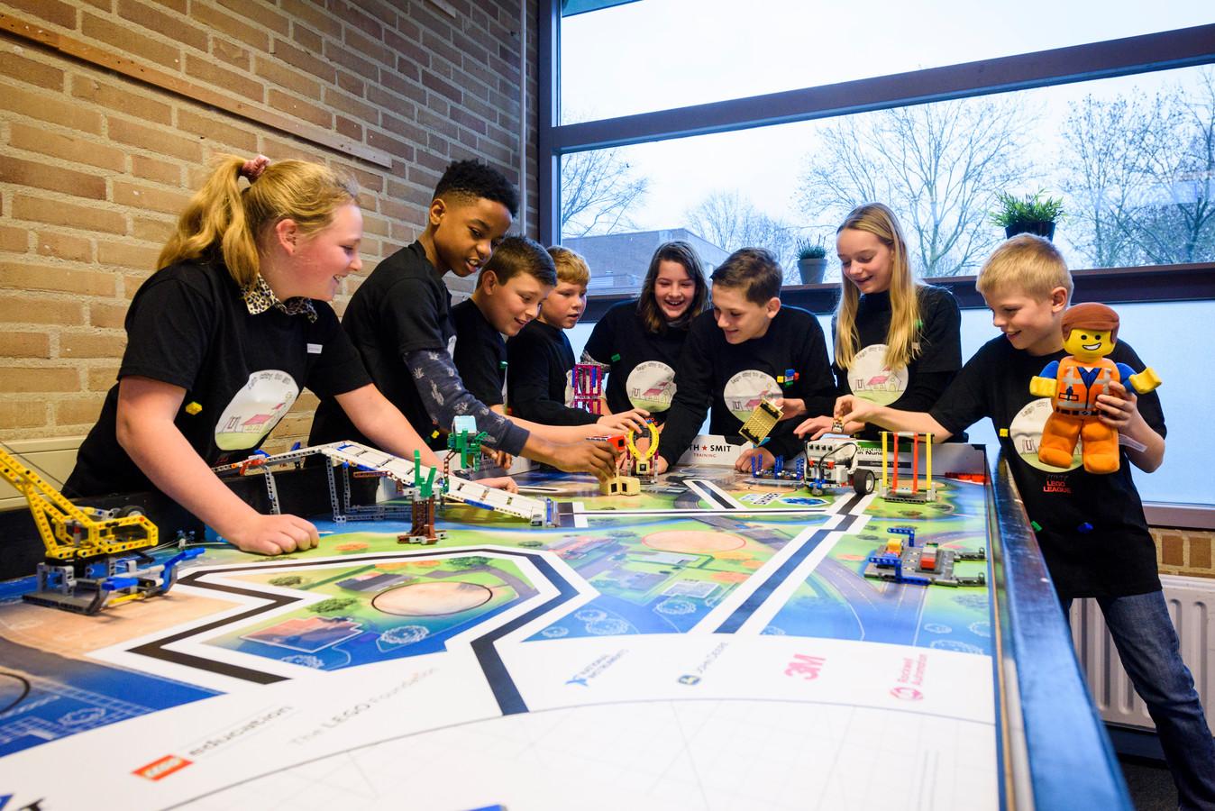 Het team Lego City To Go bedacht een plan voor de kerk in Oerle en won daar zaterdag de regiofinale van de First Lego League mee.
