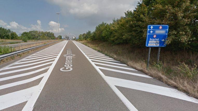 Het bord rechts geeft aan waar de LEZ-zone start. Maar dat is volgens Strijbosch niet duidelijk genoeg Beeld Google Street View
