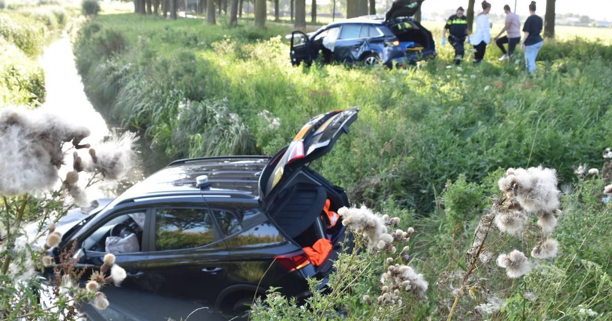 Auto belandt in sloot bij botsing in Ammerzoden.