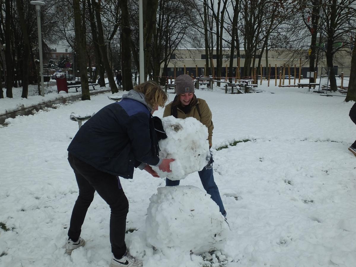 Een sneeuwman maken hoort er natuurlijk ook bij.