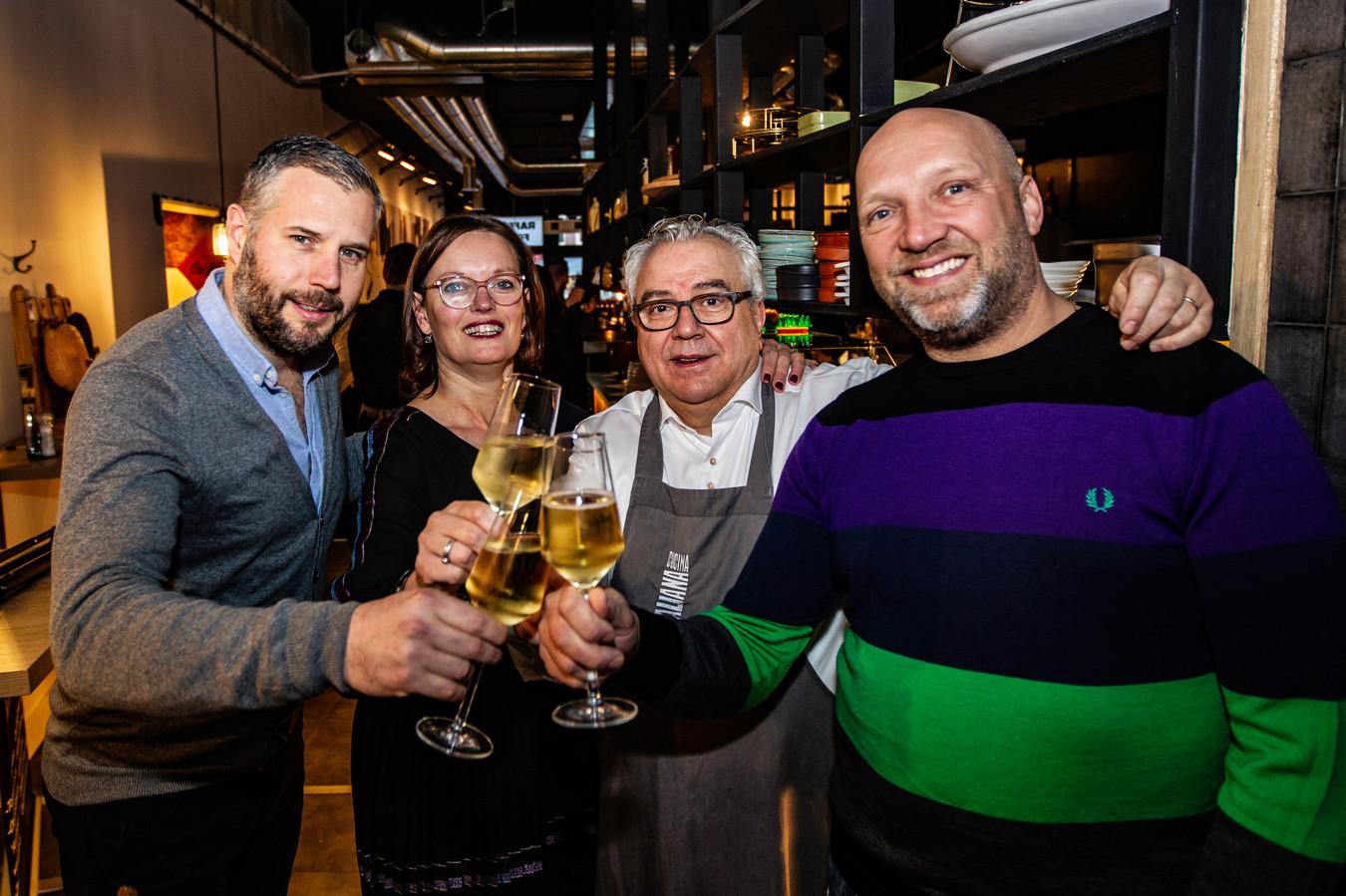 De opening van Raffaele's Foodbar in 2019. Die werd opgeluisterd door Tijl Beckand en Ruben van der Meer.