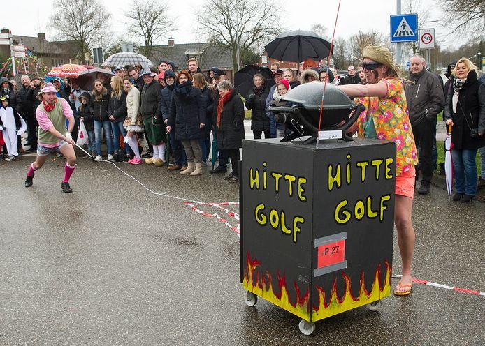 Deze deelnemers aan de optocht in 2017 in Kilder refereerden aan weersomstandigheden. Foto ter illustratie.