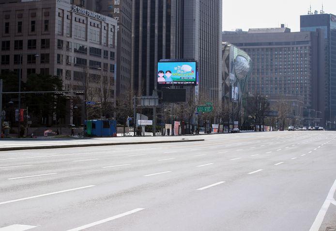 Een lege straat in de Zuid-Koreaanse hoofdstad Seoel.