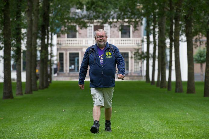 Ben Heethaar loopt over landgoed de Haere in Olst, dat ook onderdeel uitmaakt van één van de nieuwe routes.