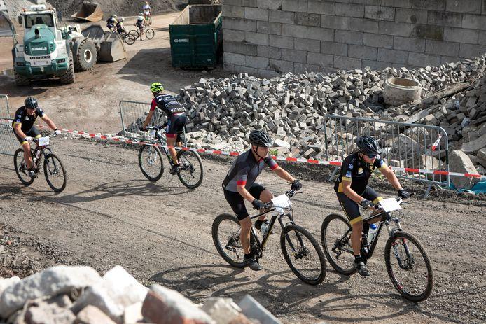 De mountainbikers moeten ook dit jaar weer over 'De Col de Gubbels' in Helvoirt.