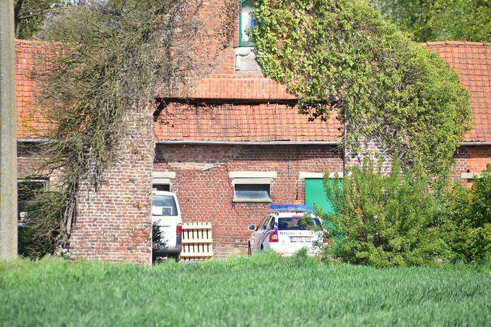 Het drama vond plaats in een varkensstal op een landbouwbedrijf langs de Schendecouterstraat in Geluwe.