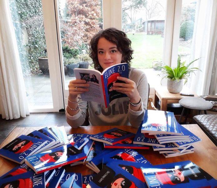 Eline Kanters met haar boeken.