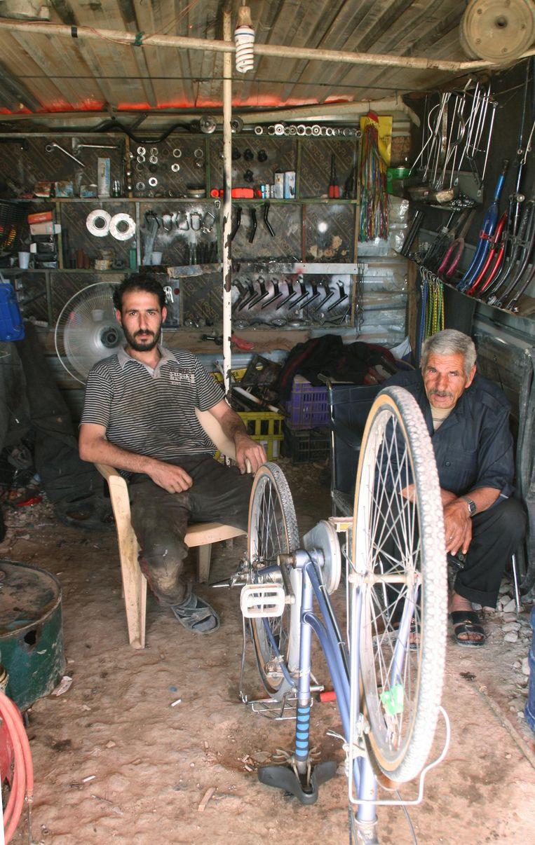Vluchtelingenkamp Al Za'atari heeft zich ontwikkeld tot een stedelijke samenleving waar afgedankte Amsterdamse fietsen een tweede leven vinden Beeld Tamara Franke