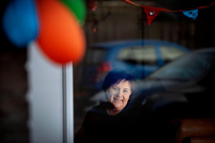 Ballonnen en vlaggetjes bij de herstellende Christel van der Leest: door Iris' nier heeft zij haar leven terug