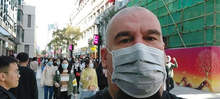 Belg in Wuhan David Wilmots: 'Een epidemie overwin je niet als je uitsluitend aan jezelf denkt. Een epidemie overwin je samen. Dat hebben wij in China van SARS geleerd.' Beeld x