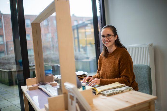 Charlotte Van de Pol in haar logopediepraktijk.