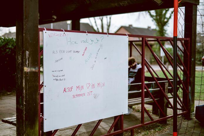 Op initiatief van de stad kunnen jongeren sinds kort hun gevoelens achterlaten op de emotiemuur aan 't Klokhuis.