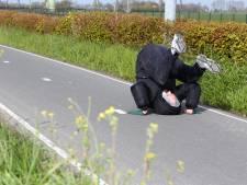 Gorcumer Jeroen flikt het: 20 kilometer koprollend over straat