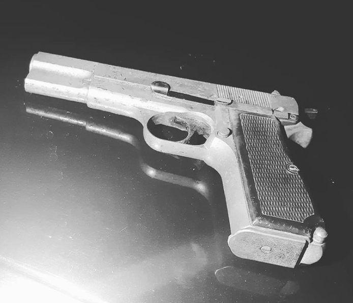 In de auto werd een werkend pistool aangetroffen.