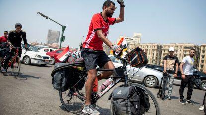 5.000 km in 65 dagen: Egyptische voetbalfan per fiets naar WK