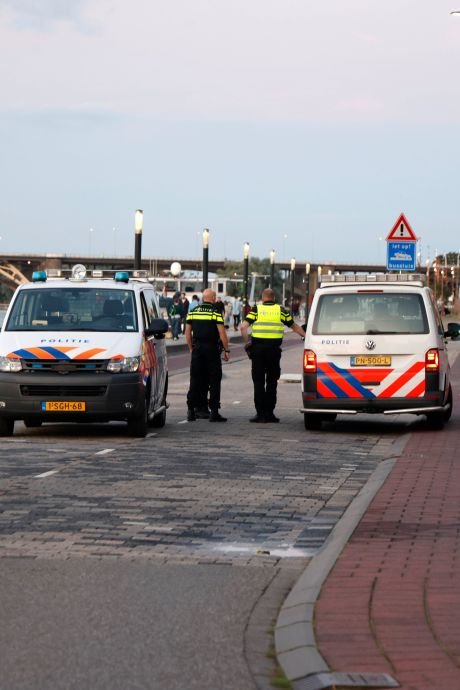 Bewoners vrezen nieuwe overlast op Waalkade: auto's kunnen makkelijk over 'boterzachte' bussluis