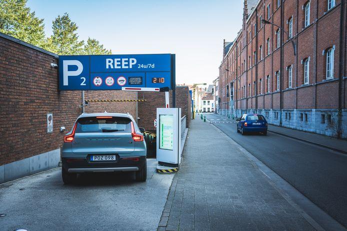 Een camera registreert de nummerplaat van jouw wagen als je parking Reep binnenrijdt.