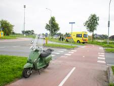 Scooterrijder naar het ziekenhuis na botsing op rotonde in Nijkerk