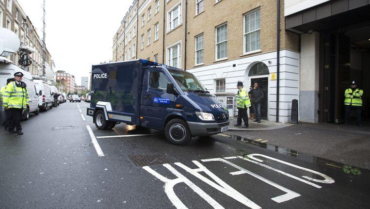 De bus waarin Michael Adebowale vermoedelijk werd vervoerd naar de rechtbank. Beeld ap