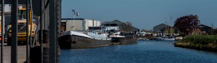 De haven van Waspik wordt over een lengte van 600 meter met 20 meter verbreed. Tot aan de betonfabriek.