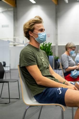 """Stedelijke jeugd hinkt achterop in vaccinatiecampagne: """"Een beloningseffect is de grootste motivator"""""""