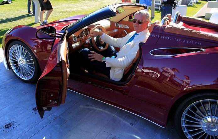 Spyker-topman Victor Muller tijdens de onthulling van de nieuwe Spyker B6 Venator tijdens The Quail, onderdeel van de autoshow in Pebble Beach, in het Amerikaanse Carmel.