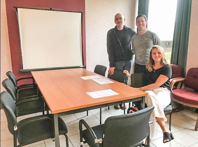 Het kantoormeubilair van heftruckbedrijf TVH uit Waregem krijgt een tweede leven in het onderwijs.