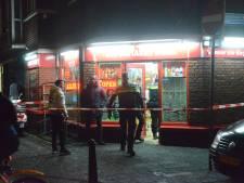 Twee mannen overvallen avondwinkel Dilux met een mes